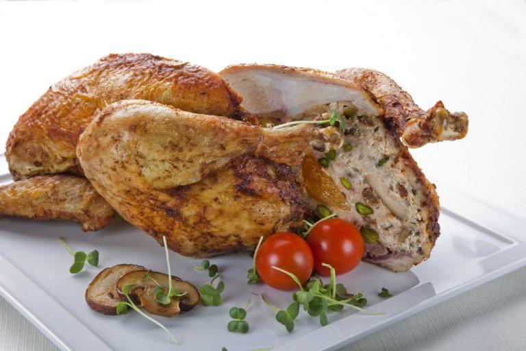 Aromatyczny Kurczak Zagrodowy z farszem uda kurczaka, grzybami i pistacjami