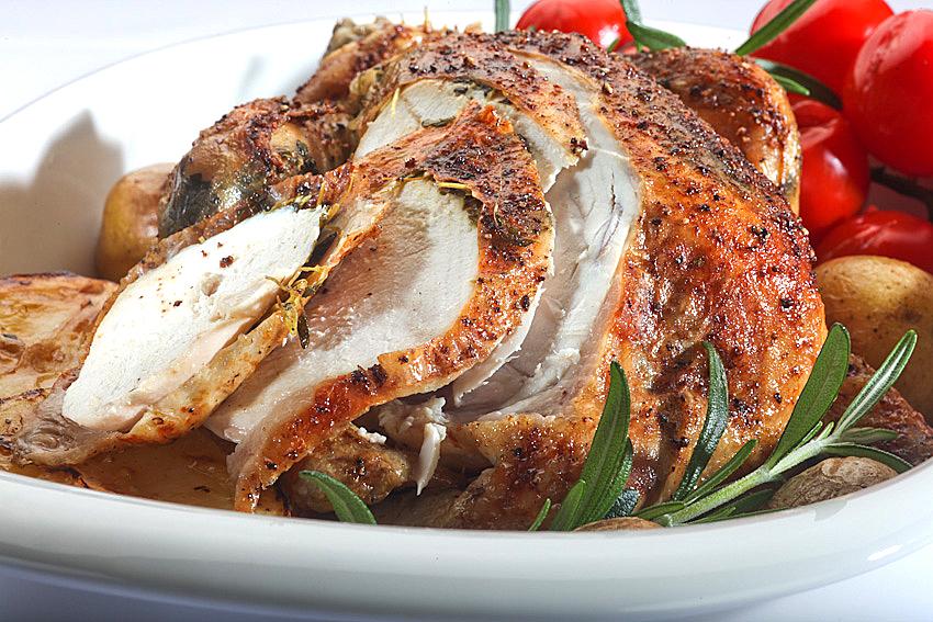 Kurczak zagrodowy pieczony ze świeżymi ziołami i cytryną