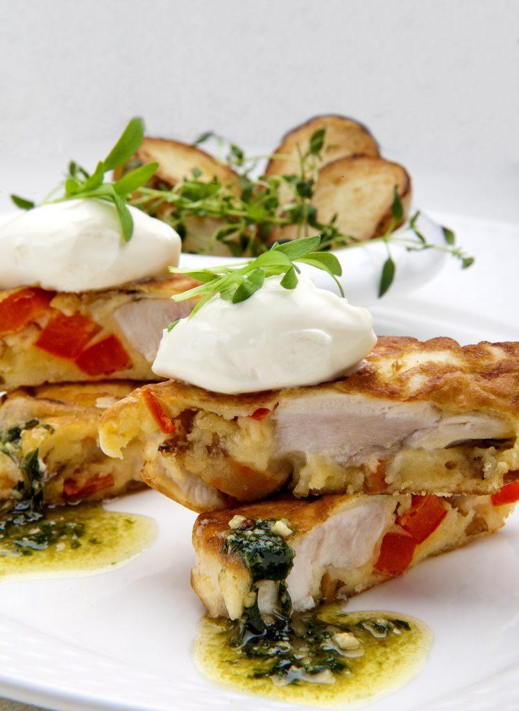 Racuszki z Kurczaka Zagrodowego z papryką, borowikami, pomidorami, boczkiem i sosem ziołowym